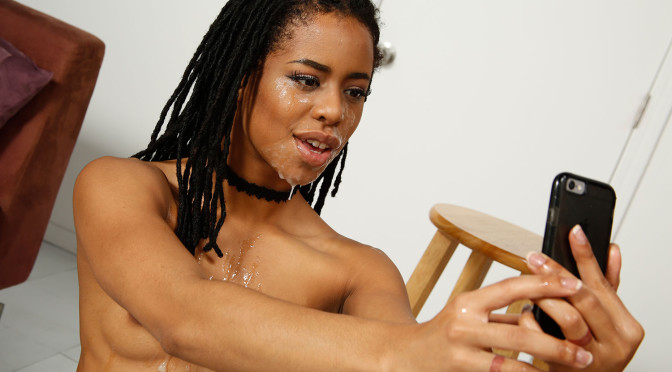 Kira Noir @ Manojob – Moving!